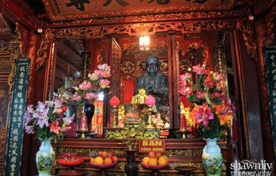 Trấn Vũ bronze statue